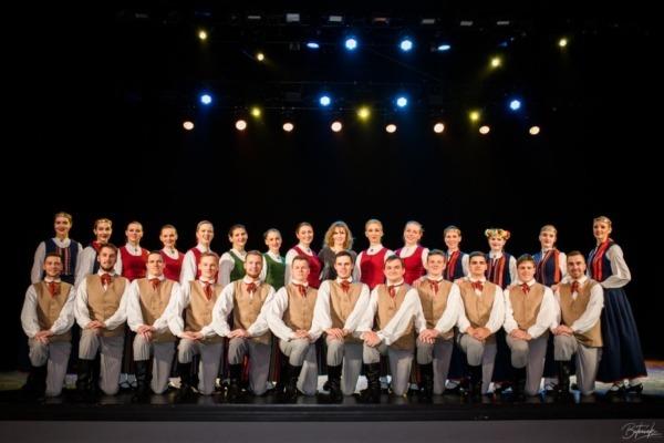 Ventspils jauniešu tautas deju kolektīvs Strautuguns