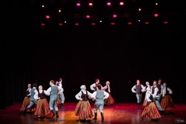 Ventspils vidējās paaudzes tautas deju kolektīvs Strautuguns