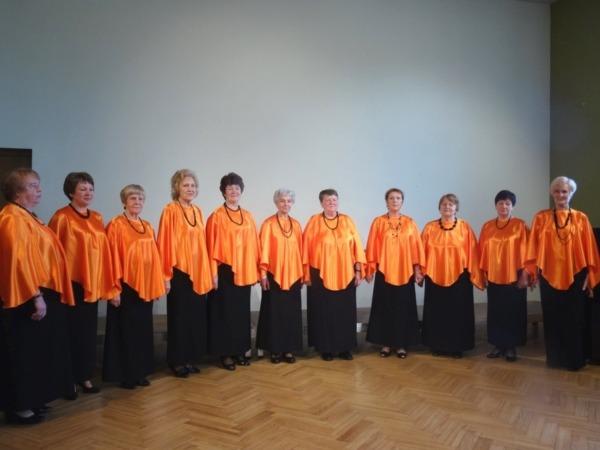 Ventspils senioru sieviešu ansamblis Vēju stundā
